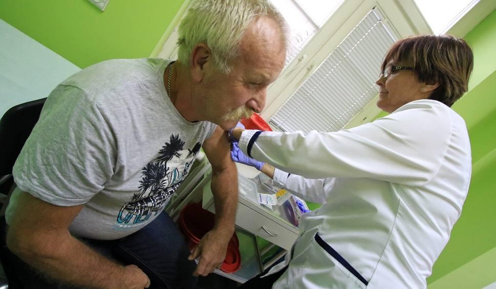 Film do artykułu: Bezpłatne szczepienia dla torunian po 65. roku życia, z poślizgiem, ale w końcu ruszają