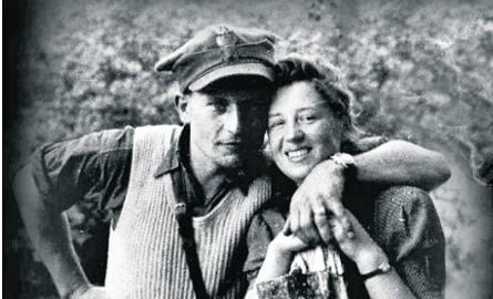 Zbigniew Kuraś: Mama bała się opowiadać mi o ojcu. Wiedziała, że bezpieka może wszystko, nie chciała mnie narażać (na zdj. Józef Kuraś z żoną)