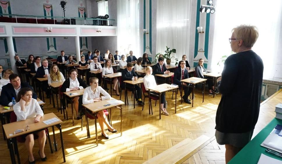Film do artykułu: Matura Próbna z Operonem 2018. Kiedy egzaminy maturalne 2018/2019? [HARMONOGRAM PRÓBNYCH MATUR - 17.11.2018]