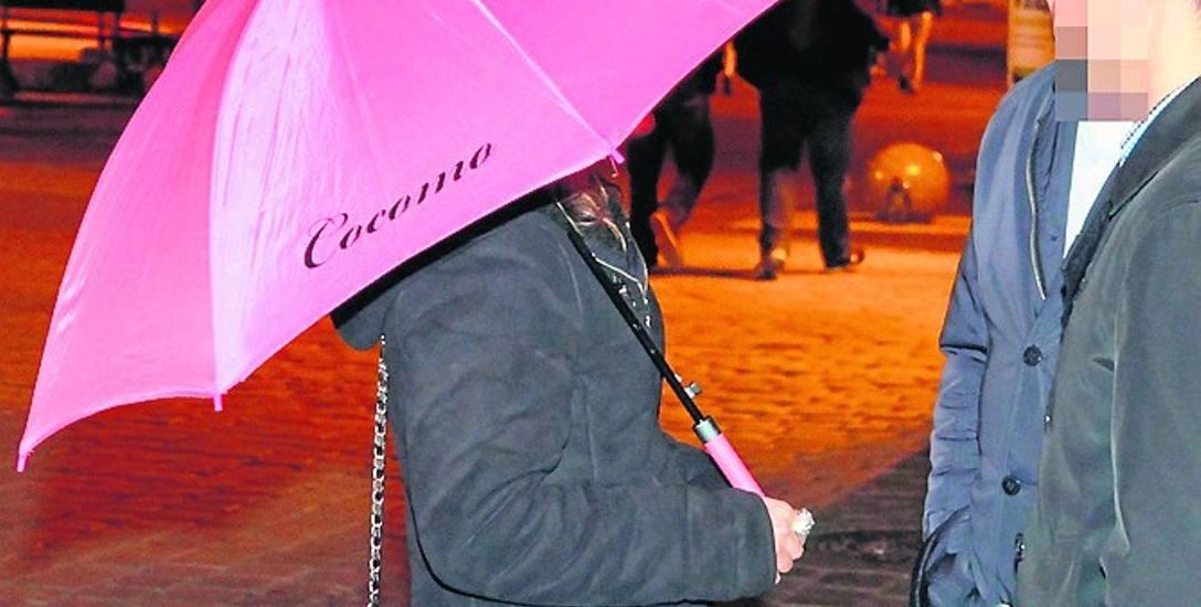 Panie z parasolkami nie będą mogły nagabywać spacerowiczów na Rynku i w okolicy, by zaszli do nocnych klubów