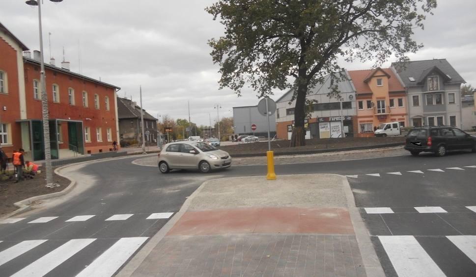 Film do artykułu: Kierowcy w Nowej Soli jeżdżą już rondem! Przebudowa ul. Towarowej dobiega końca [ZDJĘCIA]