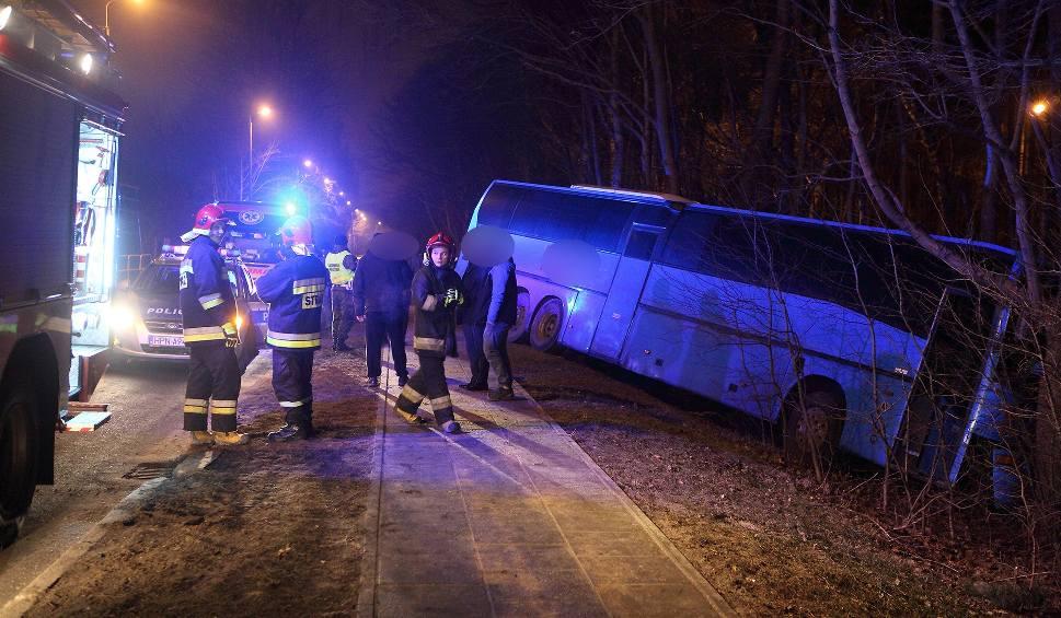 Film do artykułu: Wypadek w Ustce. Autobus wypadł z drogi