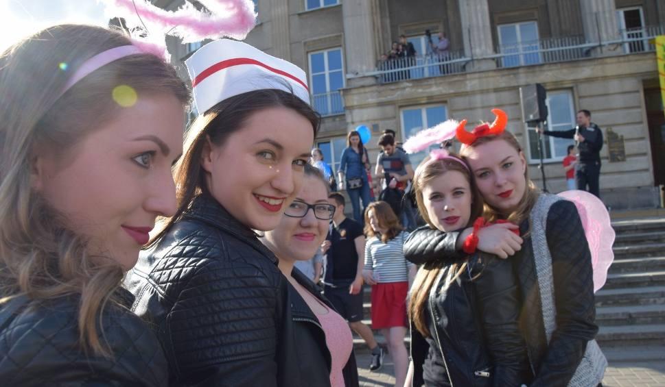 Film do artykułu: Juwenalia Białystok 2016. Parada studencka kolorowa i głośna [ZDJĘCIA, WIDEO]