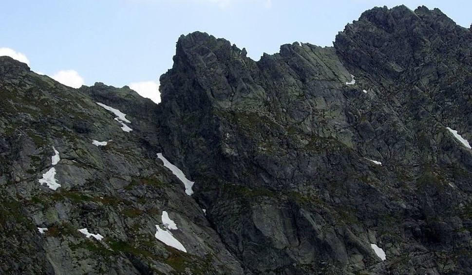Film do artykułu: Tatry. Szlak ze Świnicy na Zawrat zamknięty. Zasypały go skały