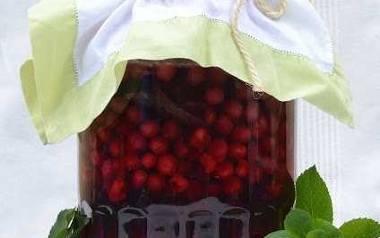 Nalewka wiśniowa z mięta jest gotowa po sześciu tygodniach.