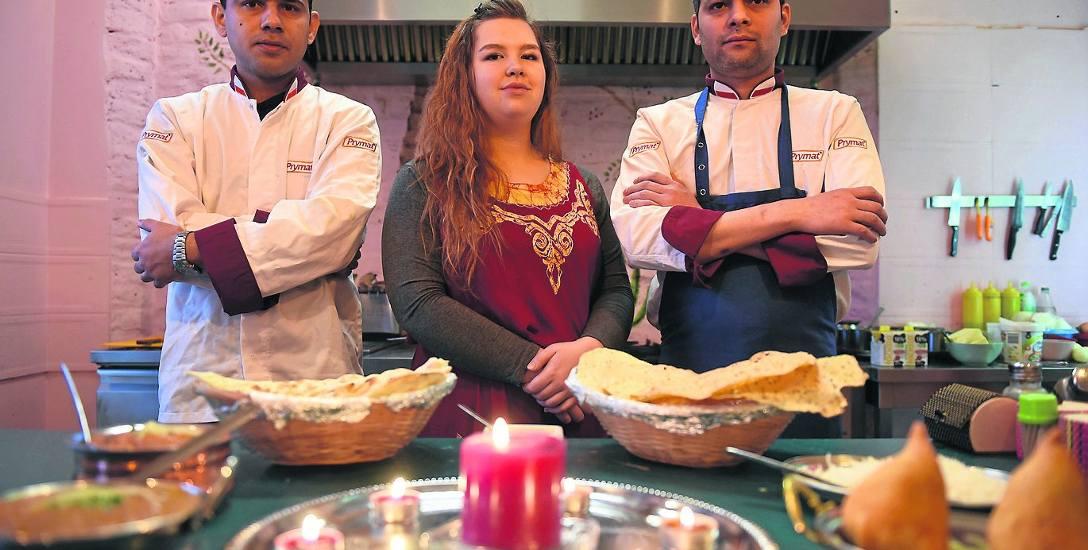 Sara fascynuje się egzotycznymi potrawami, kulturą Indii i Nepalu. Nepalczycy Prajwal i Ram kochają gotowanie
