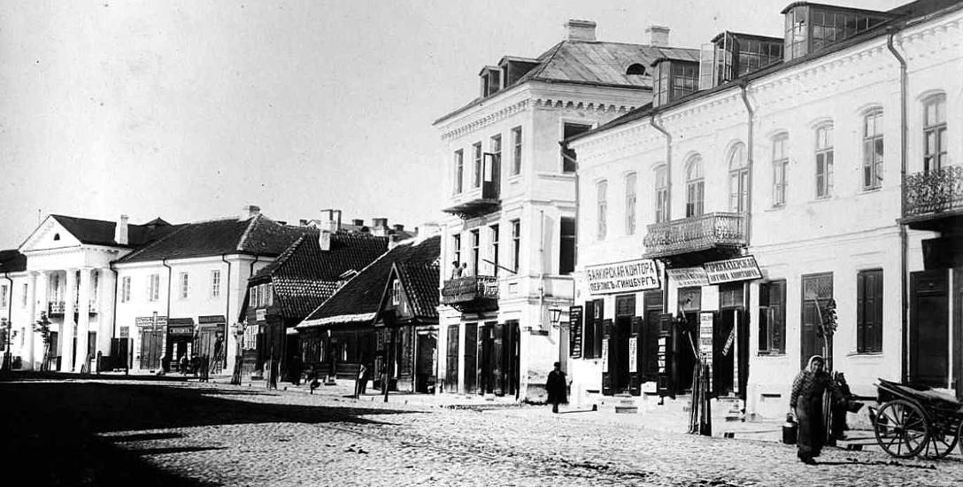 Ulica Mikołajewska w kierunku Placu Bazarnego oraz kamienica Abrama Markusa (ul. Sienkiewicza 5) w 1897 r.