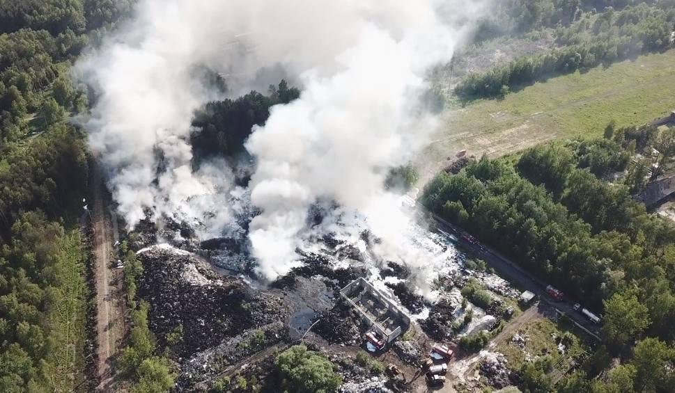 Film do artykułu: Gigantyczny pożar składowiska opon w Trzebini. Słup dymu i ognia widać było z wielu kilometrów