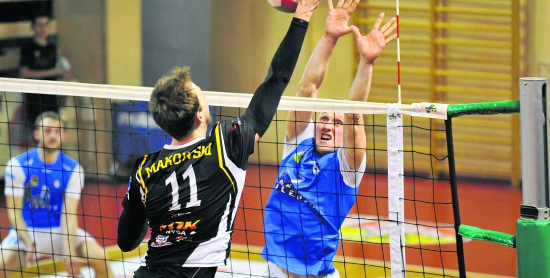 Kamila Skrzypkowski (niebieska koszulka) został wybrany najlepszym zawodnikiem turnieju w Ostrołęce.