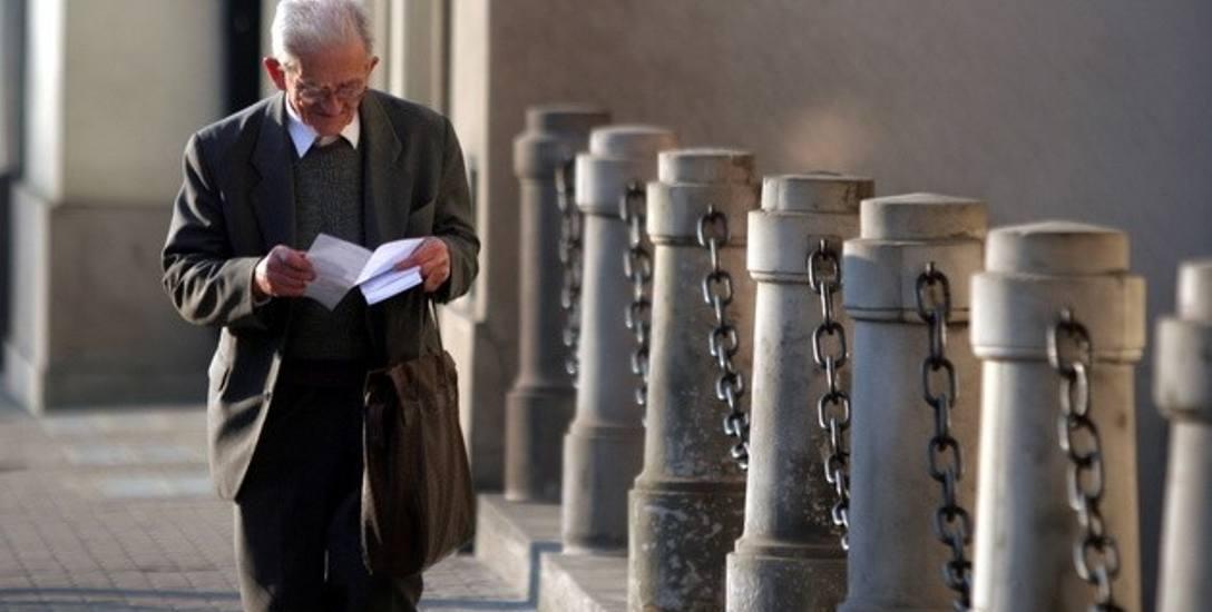 Emeryci mają wspomóc wymiar sprawiedliwości. Resort wysłał pismo