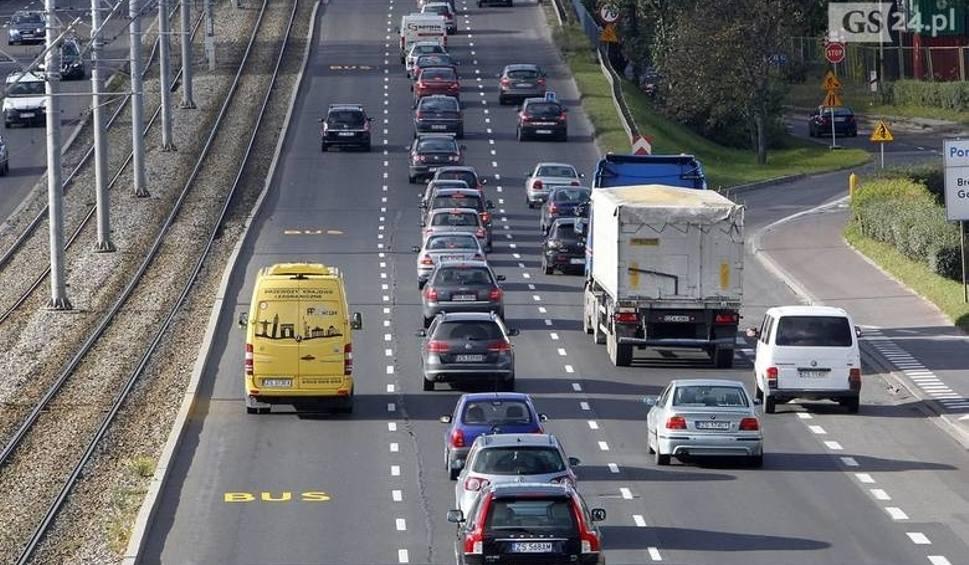Film do artykułu: Uwaga kierowcy. Od poniedziałku duże zmiany na ul. Gdańskiej. Zamknięty lewy pas