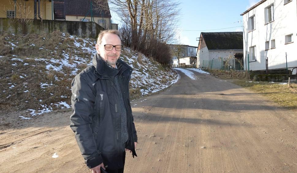 Film do artykułu: Droga przy ulicy Polnej w Bytowie jest wąska i niebezpieczna