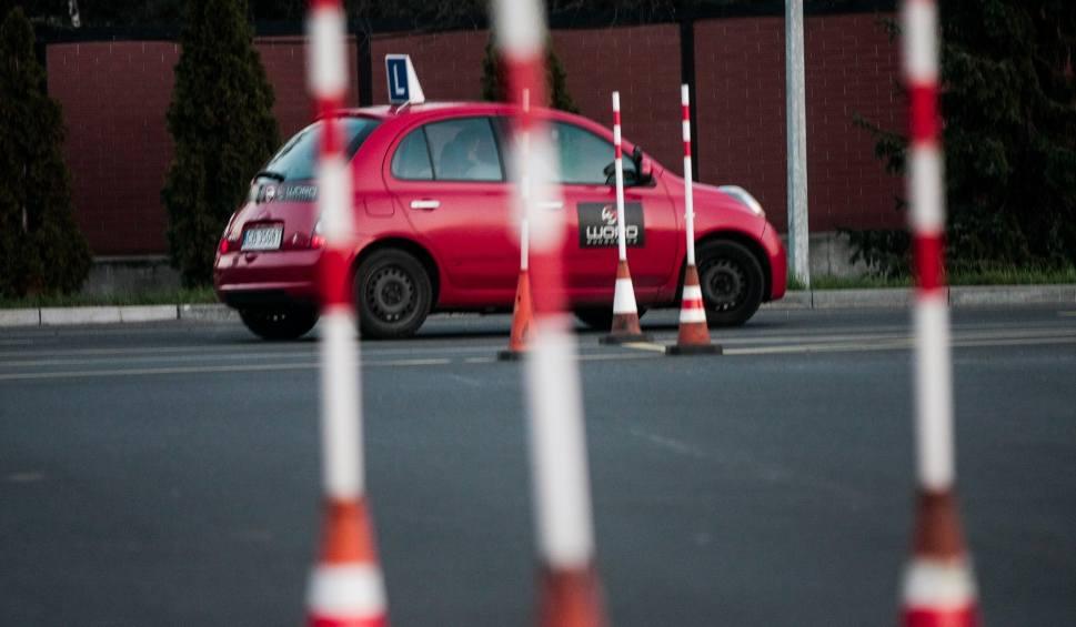 Film do artykułu: Zmiany w egzaminach na prawo jazdy. Instruktor zapłaci za egzamin, jak nie potrafi nauczyć jeździć? [22.07.2019]