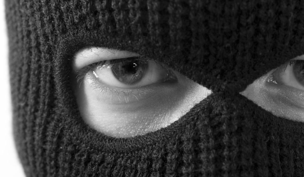 Film do artykułu: Brutalny atak w centrum Rzeszowa? - Zamaskowani bandyci zaczęli wyciągać ludzi z aut i ich bić - twierdzi nasz Czytelnik