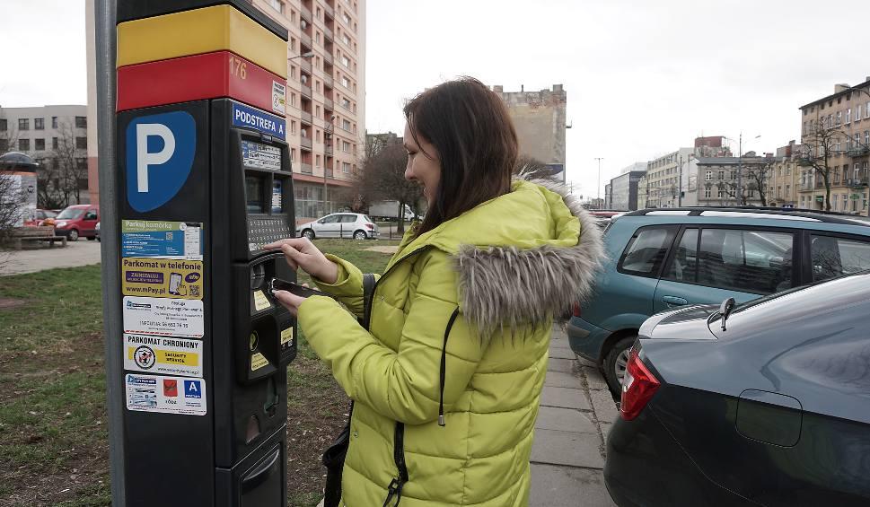 Film do artykułu: Ceny parkowania w Łodzi. Aż 9 zł za godzinę postoju?