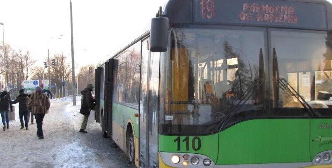 W autobusie nie można kupić jednego biletu. Kierowca sprzedaje najmniej cztery.