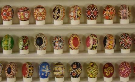 Naturalne sposoby barwienia jajek wielkanocnych