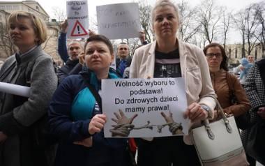 Protest przeciwko obowiązkowi szczepień w Poznaniu