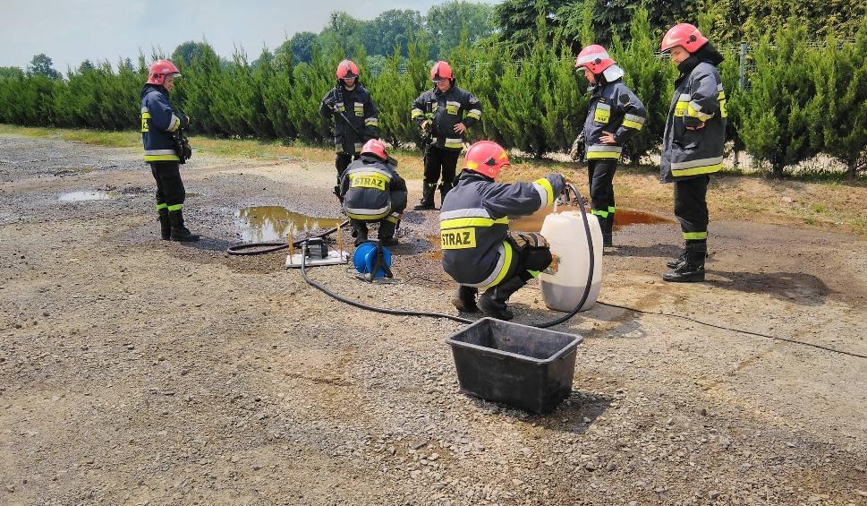 Film do artykułu: Wyciek paliwa na terenie zakładu w Myszęcinie zagrożeniem dla środowiska? Czekamy na wyniki badania gruntu