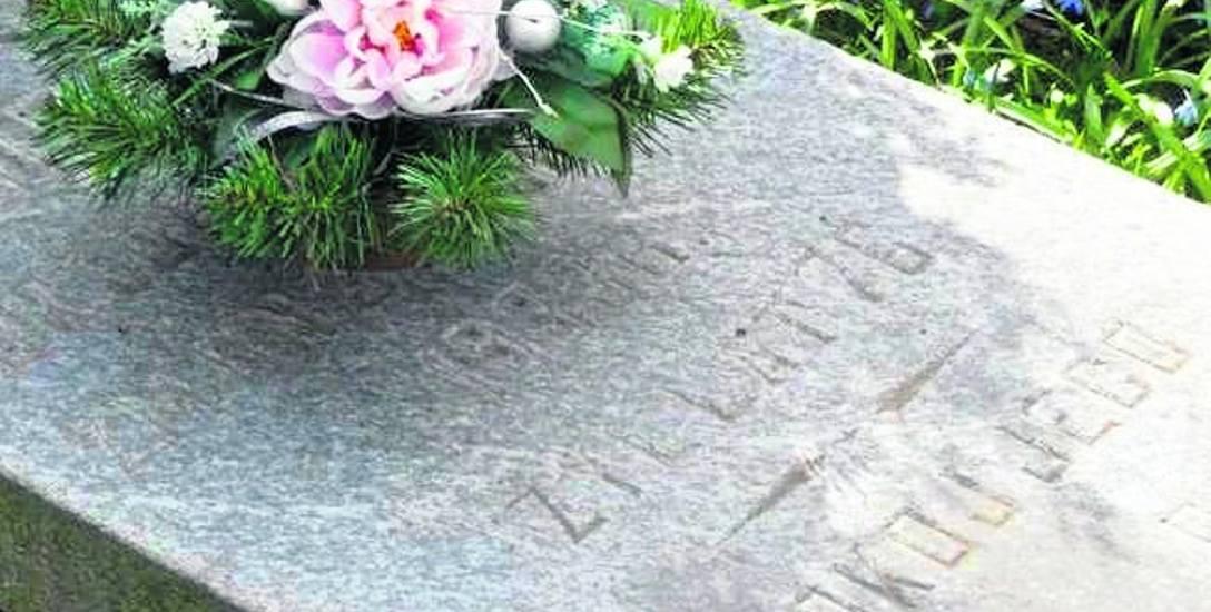 Nagrobek okulisty Józefa Huszczy, który zmarł w 1933 r.