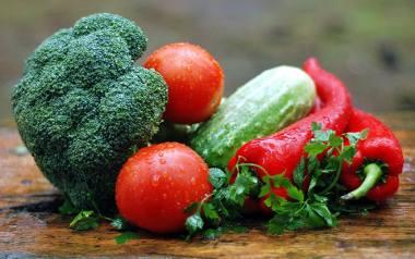 Jeśli chcemy przytyć, nie zapominajmy o warzywach i owocach. Ich spożywanie pozwala zwiększać apetyt, dzięki czemu będziesz w stanie więcej zjeść.