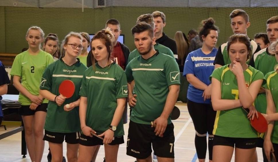Film do artykułu: Uczniowie ze szkoły rolniczej w Chrobrzu rywalizowali w turnieju tenisa stołowego pod patronatem ministra [ZDJĘCIA]