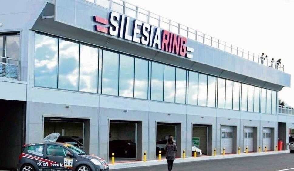 Film do artykułu: Lotnisko w Kamieniu Śląskim przerobili na tor wyścigowy