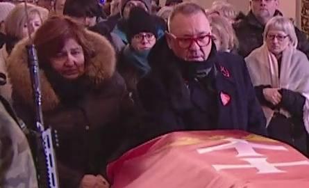 Jerzy Owsiak przy trumnie śp. Pawła Adamowicza, piątek, 18 stycznia 2019