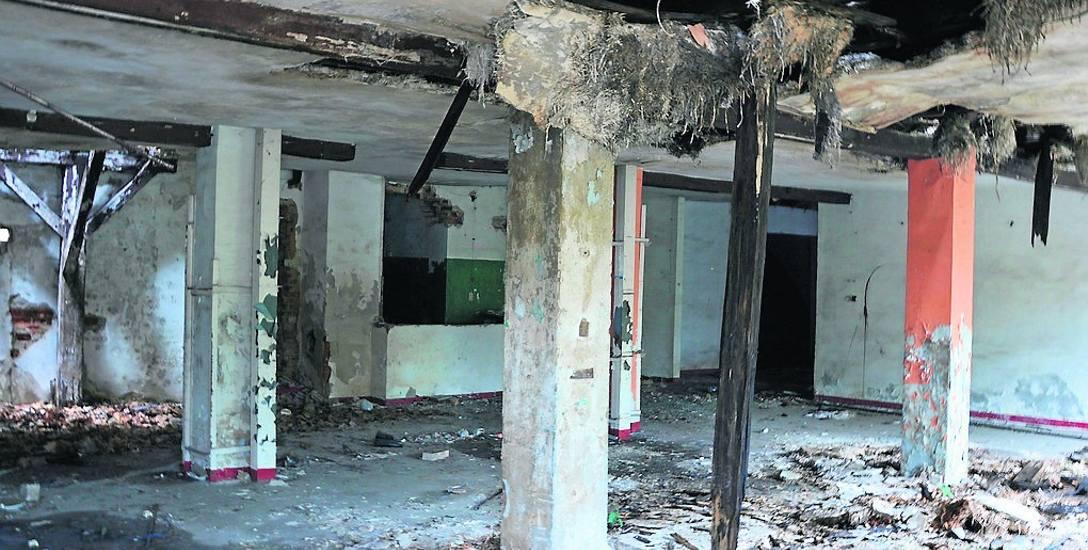 Wnętrze budynku dawnej tłoczni win przy ul. Wrocławskiej jest w katastrofalnym stanie. Miasto, jako właściciel obiektu, według zaleceń konserwatora,