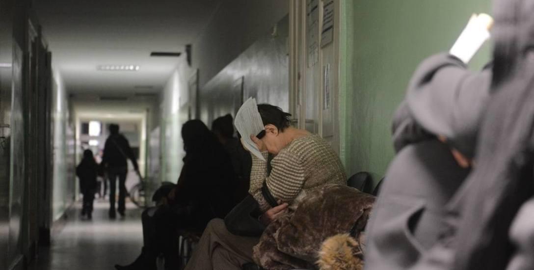Kolejki w ochronie zdrowia były, są i będą zmorą pacjentów. Z ulicy dostać się do specjalisty nie można. Po 5-6 miesiącach czekania człowiek...  już