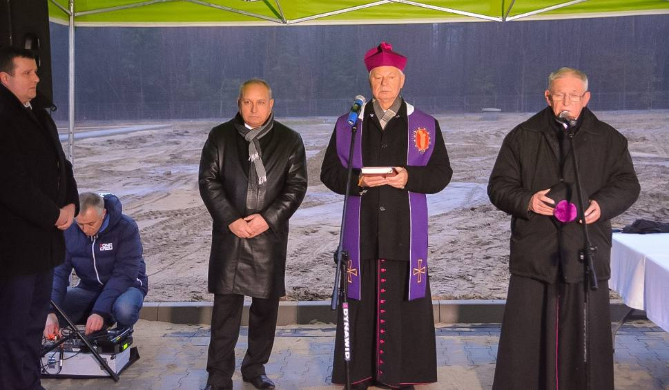 Film do artykułu: Cmentarz w Pionkach został powiększony. Kiedy będą pierwsze pochówki?
