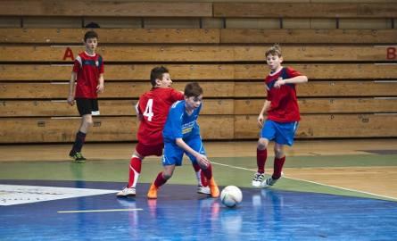 Wtorek był pierwszym dniem półfinałowych zmagań w 57. Halowym Turnieju Piłki Nożnej im. Stanisława Figasa.W grupie starszej pierwszymi finalistami zostały
