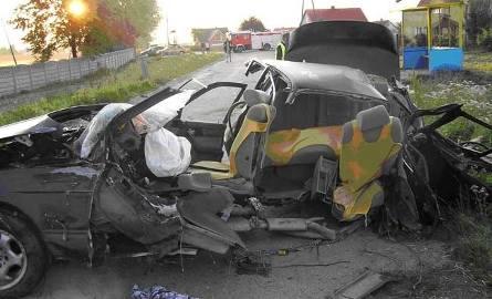 Makabryczny wypadek! Cztery młode osoby nie żyją!  BMW ścięło betonowy słup (obejrzyj zdjęcia)