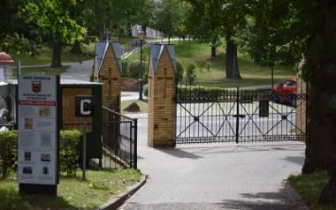 Mieszkaniec kwestionuje prawidłowość pobranej opłaty cmentarnej, którą nalicza gmina Świebodzin. Jego zdaniem powinien zapłacić 300 zł, a nie jak mu