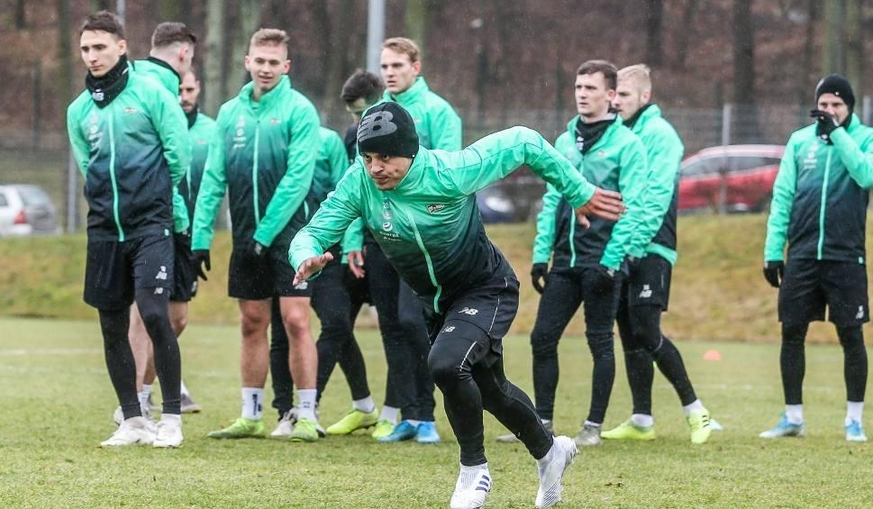 Film do artykułu: Lechia Gdańsk bardzo mocno oszczędza. Fani zobaczą wiosną młodszy zespół