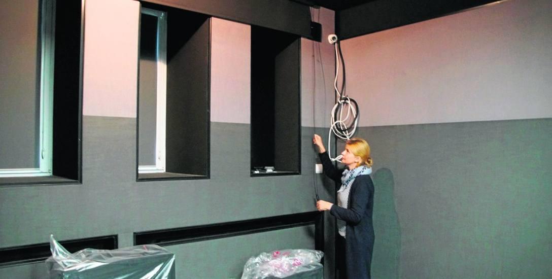 W kameralnej sali kinowej wykonano m.in. aranżację akustyczną ścian i sufitu. Jest już też nowoczesny zestaw nagłośnienia kinowego