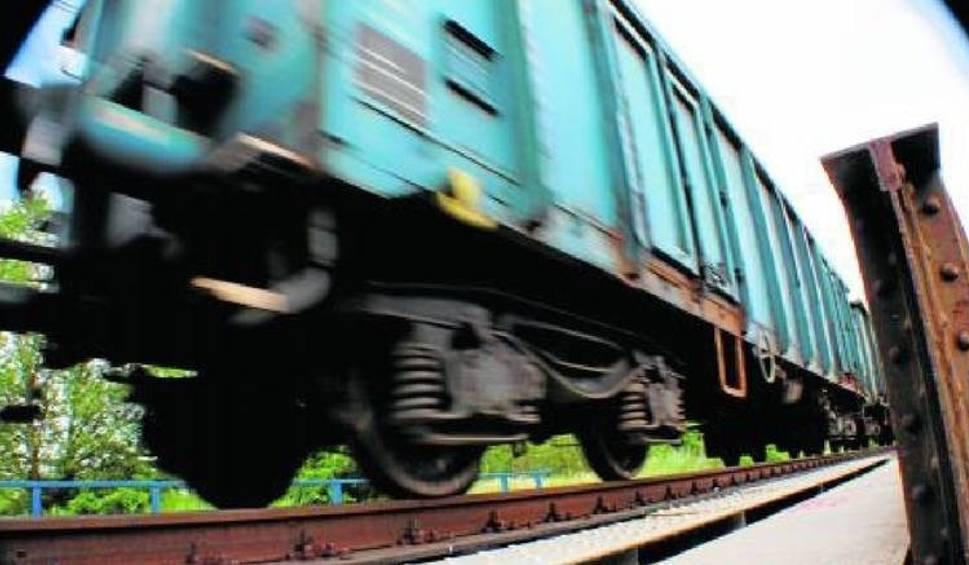 Film do artykułu: Bogdaniec: Na strzeżonym przejeździe kolejowym mężczyzna wpadł pod pociąg