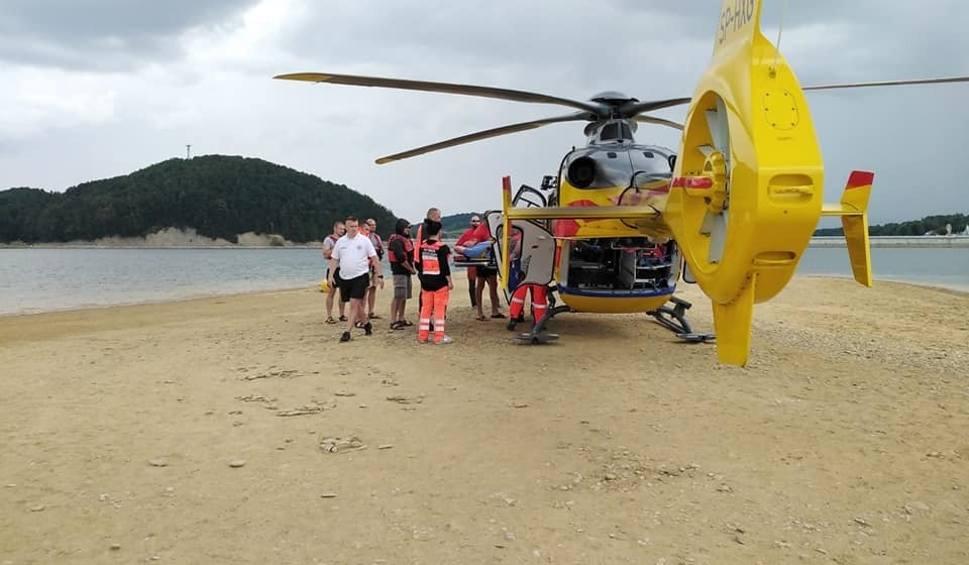 Film do artykułu: Turysta potrzebował pomocy. Śmigłowiec Lotniczego Pogotowia Ratunkowego lądował na wyspie okresowej na Jeziorze Solińskim [ZDJĘCIA]