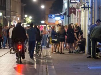 Kraków. Prezydentowi ma pomagać nocny burmistrz. Zobacz, jak wygląda nocne życie w mieście [ZDJĘCIA]