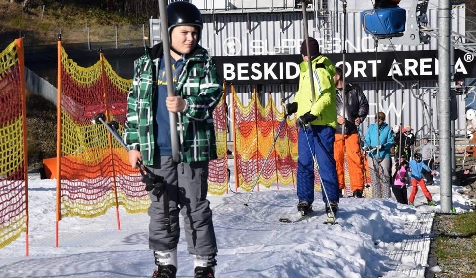 Film do artykułu: W Szczyrku rozpoczął się sezon narciarski w Beskid Sport Arenie ZDJĘCIA + WIDEO