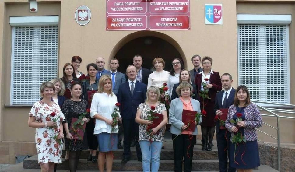 Film do artykułu: Starosta włoszczowski, burmistrz i dyrektorzy szkół nagrodzili ekstra kasą ponad 150 nauczycieli. Zobaczcie, jaką