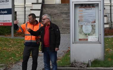 Burmistrz Andrzej Katarzyniec spotkał się w piątek, 11 października z wykonawcą zadania przebudowy chodników wzdłuż ulicy Jana Pawła II w Żaganiu w ciągu
