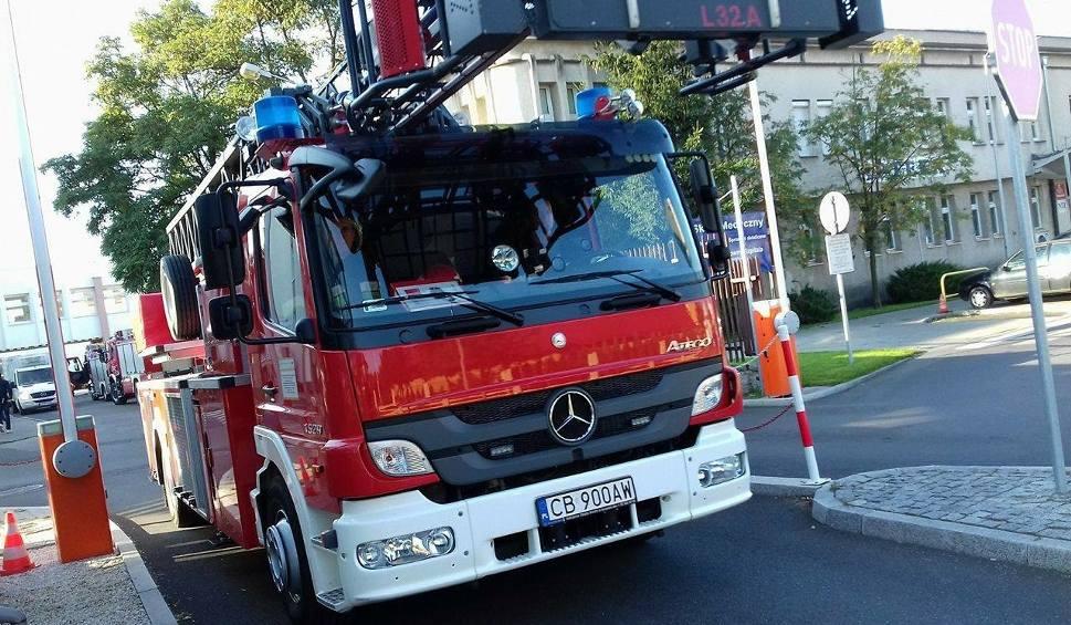 Film do artykułu: Tir zahaczył o przewody energetyczne w Bydgoszczy. Groźne zdarzenie przy ul. Jasnej