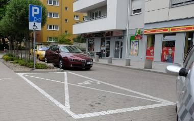 Ostatni samochód z koperty dla niepełnosprawnych, znajdującej się na parkingu przy ul. Brzask 10, odholowano w drugiej połowie października