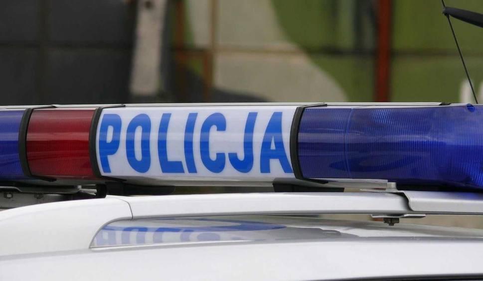 Film do artykułu: Zderzenie dwóch samochodów w Okrężnicy w gminie Przyłęk. Ranna kobieta