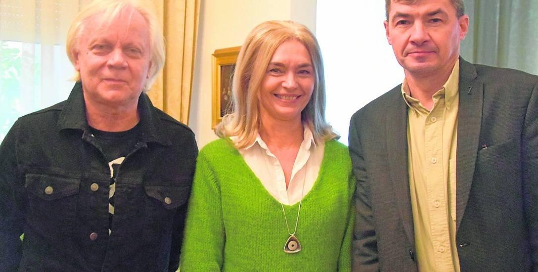 Leszek Kania, Elżbieta Pastyrczyk i Longin Dzieżyc cieszą się z bliskiej rozbudowy muzeum