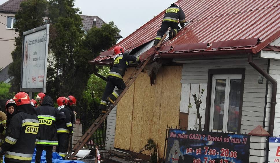 Film do artykułu: Sokółka. Wypadek wozu straży pożarnej. Budynek, w który wjechał pojazd gaśniczy, nie nadaje się do zamieszkania [16.05.2019]