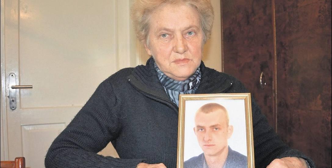 Zofia Kapel cały czas przeżywa to, co spotkało jej syna. Nie wierzy już miejscowym policjantom, ani prokuratorom. Ma do nich ogromny żal, że nie potrafili