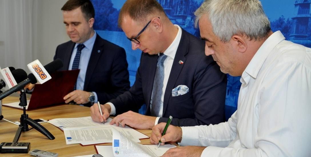 Podpisanie umowy na drugi i trzeci etap przebudowy Zielonego Rynku w Przemyślu.