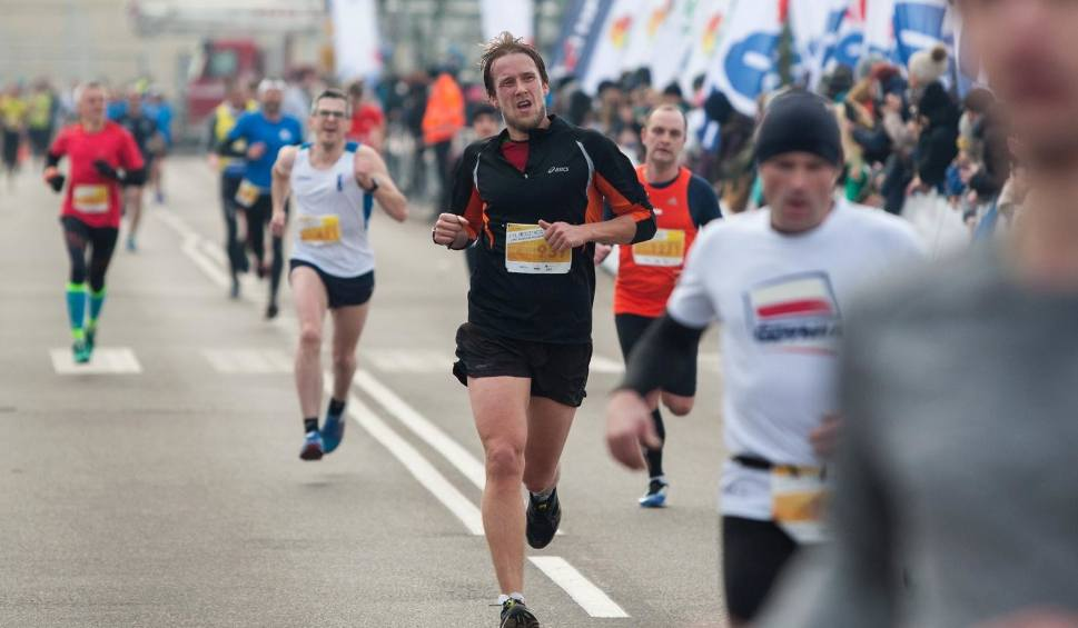 Film do artykułu: Bieg urodzinowy Gdyni z PKO Bankiem Polskim za nami. Tysiące biegaczy na trasie, dobre wyniki na mecie